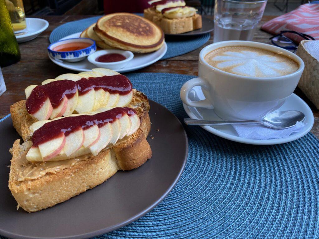 flying fish, hostel, Dumaguete, breakfast, french toast
