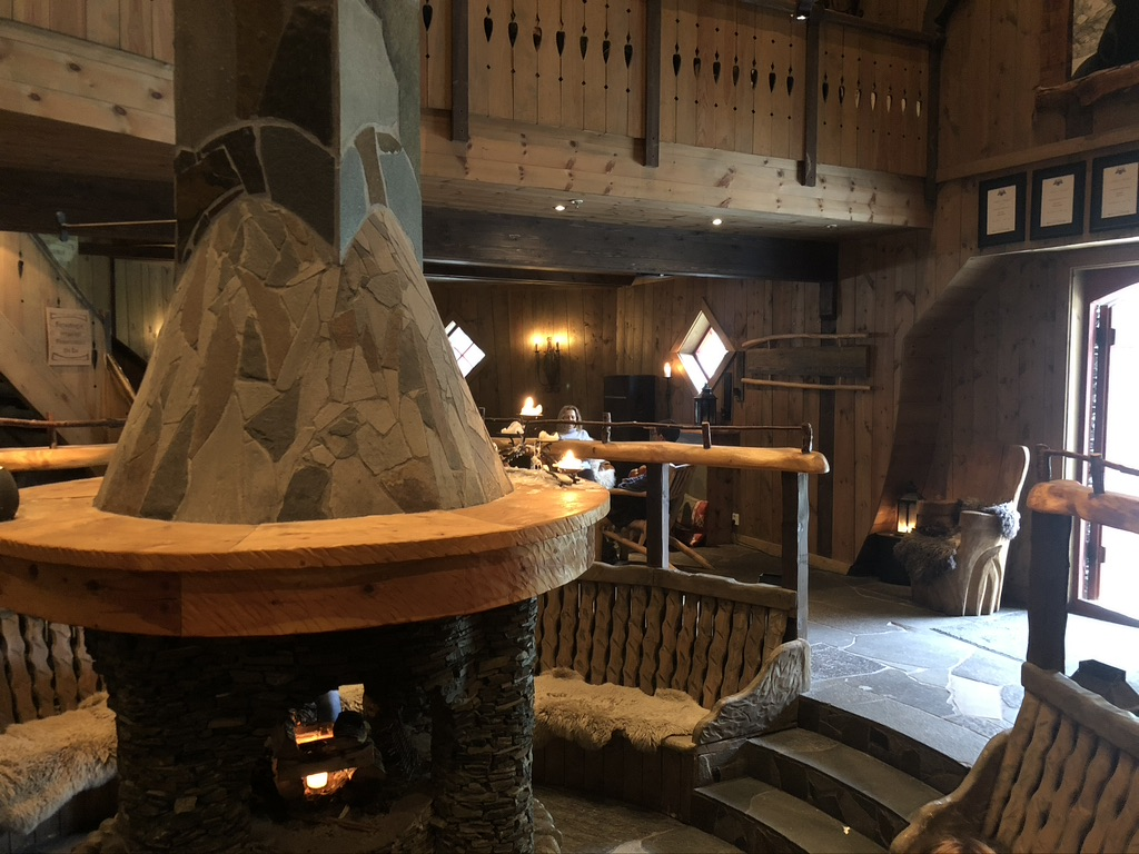 Very cool bar at Ægir microbrewery - Flam