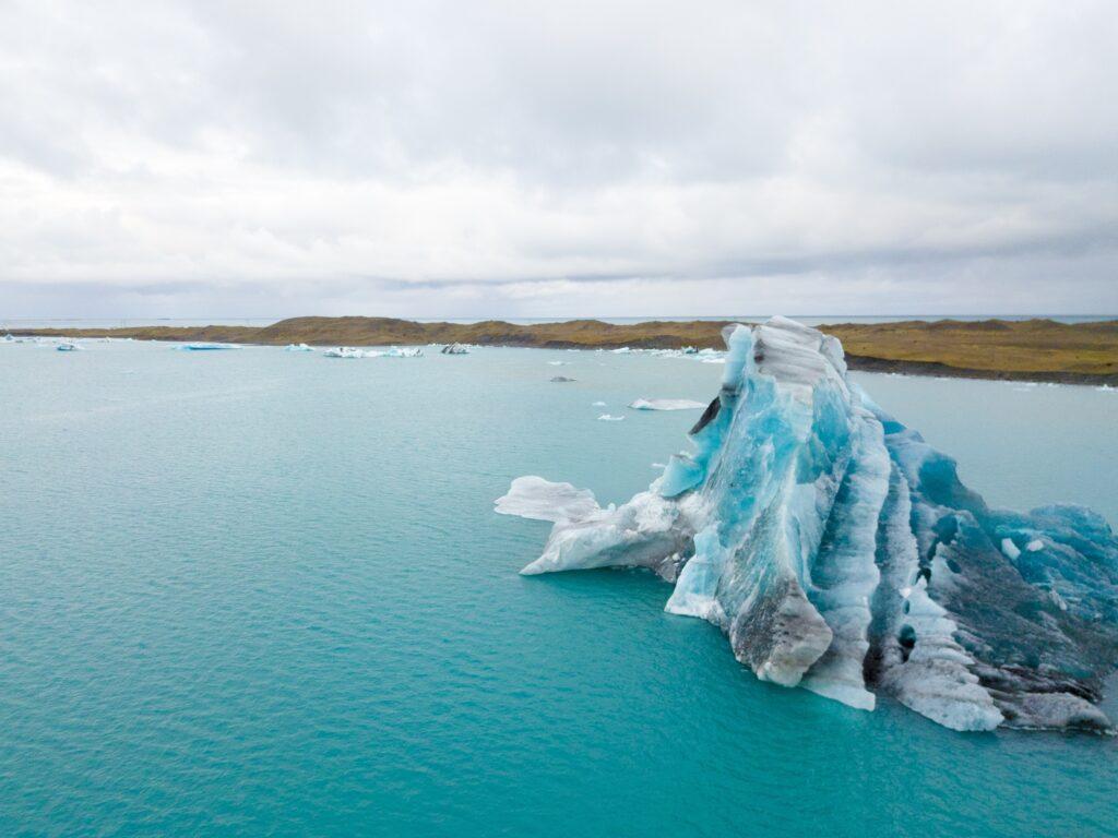 Glacier de Jökulsárlón avec le drone
