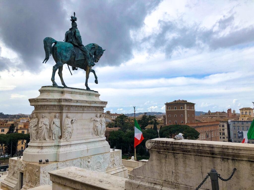 Sculpture équestre de Victor Emmanuel à Altare della Patria - Rome